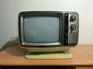 Vintage 1979 Toshiba Blackstripe Color TV C 395C