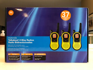 Motorola 2 Way Talkabout Radios 37 km range Set of 3 - New