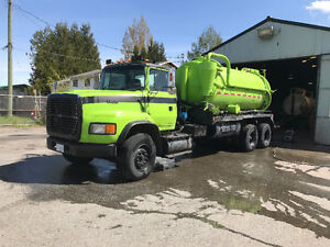 1995 ford l9000 septic truck