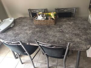 Dining table  Kitchener / Waterloo Kitchener Area image 1