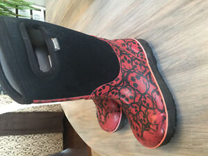 Girls size 12 winter bogs
