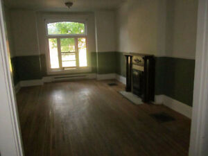 NEAR DOWNTOWN 3 BEDROOM APARTMENT
