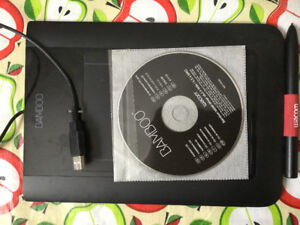 WACOM Bamboo CTL-460  graphic tablet, stylus, CD & DVD