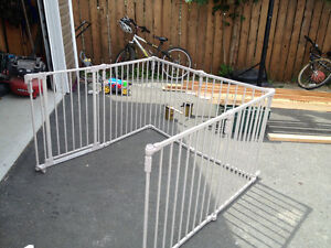 Metal gate for fire places