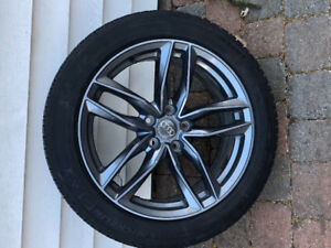 Pneus hiver et mags Audi 18 pouce gunmetal comme neufs.