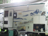 2007 5th Wheel 25 Foot Wildcat (Forest River) Trailer