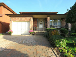 Spacious 2 Storey Detached Home on a Quiet Court Location