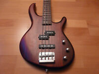 Cort Action bass 4 string burgondy Great condition, gigbag&stand