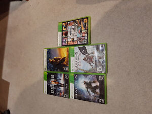 Selling Xbox 360 S w/ 2 controllers and games