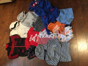 Lot de vêtements garçons 2-3-4 T comme neufs