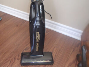 Aspirateur Eureka The Boss Bagless - 20$