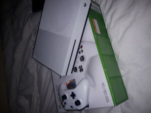 Xbox One Slim with Controller+GTA5/UFC2