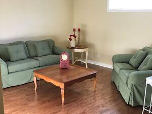 Sofa 3 places et causeuse comme neufs