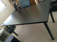 """Table IKEA a vendre- excellent condition- comme neuf- 30""""x60"""""""
