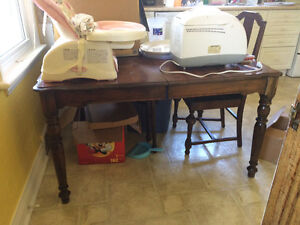 Oak table and 5 chairs Sarnia Sarnia Area image 1