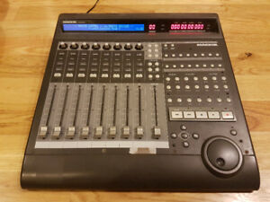 Mackie Control - 8 Channel Powered Mixer DAW