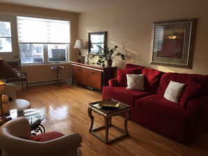 RENOVATED LARGE 2-BEDROOM APARARTMENT