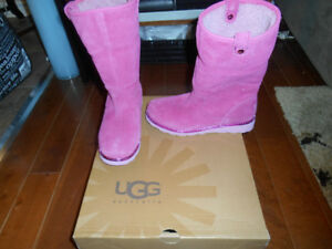 Youth size 4/Ladies 5-6 UGGS and Sorels