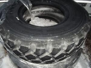 pneu neuf pour tracteur gros camion ou bigfoot