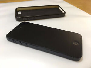 iPhone 5 16 GB with external charger and accessories