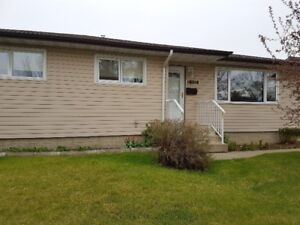 Beautiful Home for Sale in McLeod!