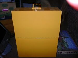 LARGE LOCKABLE METAL BOX WITH HANDLE Sarnia Sarnia Area image 1