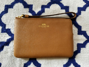 BRAND NEW COACH WRISTLET ⭐TAN Brown⭐