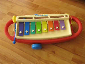 Xylophone Fisher Price   L'enfant peut le tirer avec la corde.
