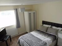 Double room with private shower - Near Marston Green Rail Station. Bham airport. NEC. Available NOW