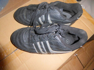 NEW Spalding soccer shoes, youth size 3 $ 10, others size 2 $ 7 Kitchener / Waterloo Kitchener Area image 3