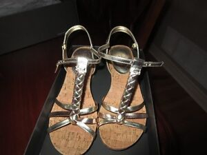 Kenneth Cole Girl's Size 4 Gold Sandals