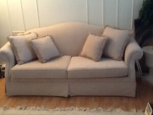 Sofa in mint condition. Sofa comme neuf.
