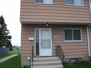 3-min Walking to West Edmonton Mall 3-bedroom Townhouse for rent