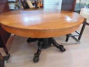 Solid Wood Claw Foot Pedestal Table On Rollers(TRAIL)