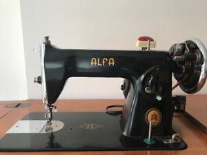 Machine à coudre antique Alfa e-2 avec meuble