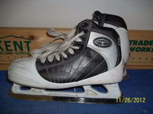 Senior Goalie Skates Size 7 (CCM Super Tacks 652)