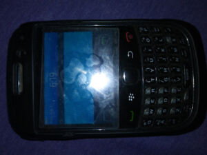 Phones OLG , SAMSUNG, and  2 BLACKBERRY CURVE cheap