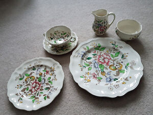 Dishes - Royal Doulton - Monmouth D6195