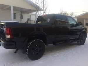 2014 Dodge Power Ram 2500 black top laramie Camionnette