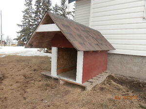 DOG HOUSE, VERY STURDY FOR SALE!!!