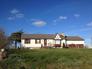 4+ bdrm Frankford, Quinte West attached workshop & acreage