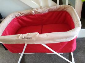 Folding travel crib