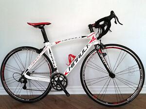 Vélo de route de marque Hinault Wallone
