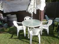 "one round table glass and umbrella good shape 40"" pouce $35 avce"