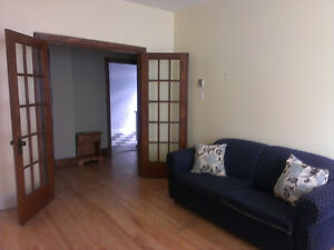 Top floor, bright, close to metro and groceries APRIL FREE