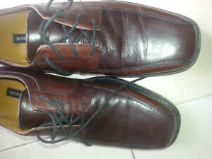 Selliing a pair of Brown Leather Bostonian Leather Shoes Size 10