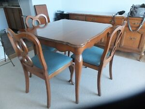 dining table/4 chairs/buffet