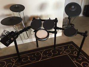 New:  Yamaha DTX522K Electronic Drum Set Kit with stool included