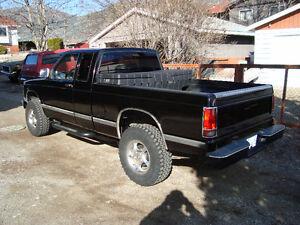 1991 Chevrolet S-10 extended cab Pickup Truck v8