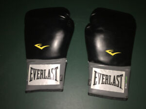 EVERLAST Boxing Gloves, size 14 OZ